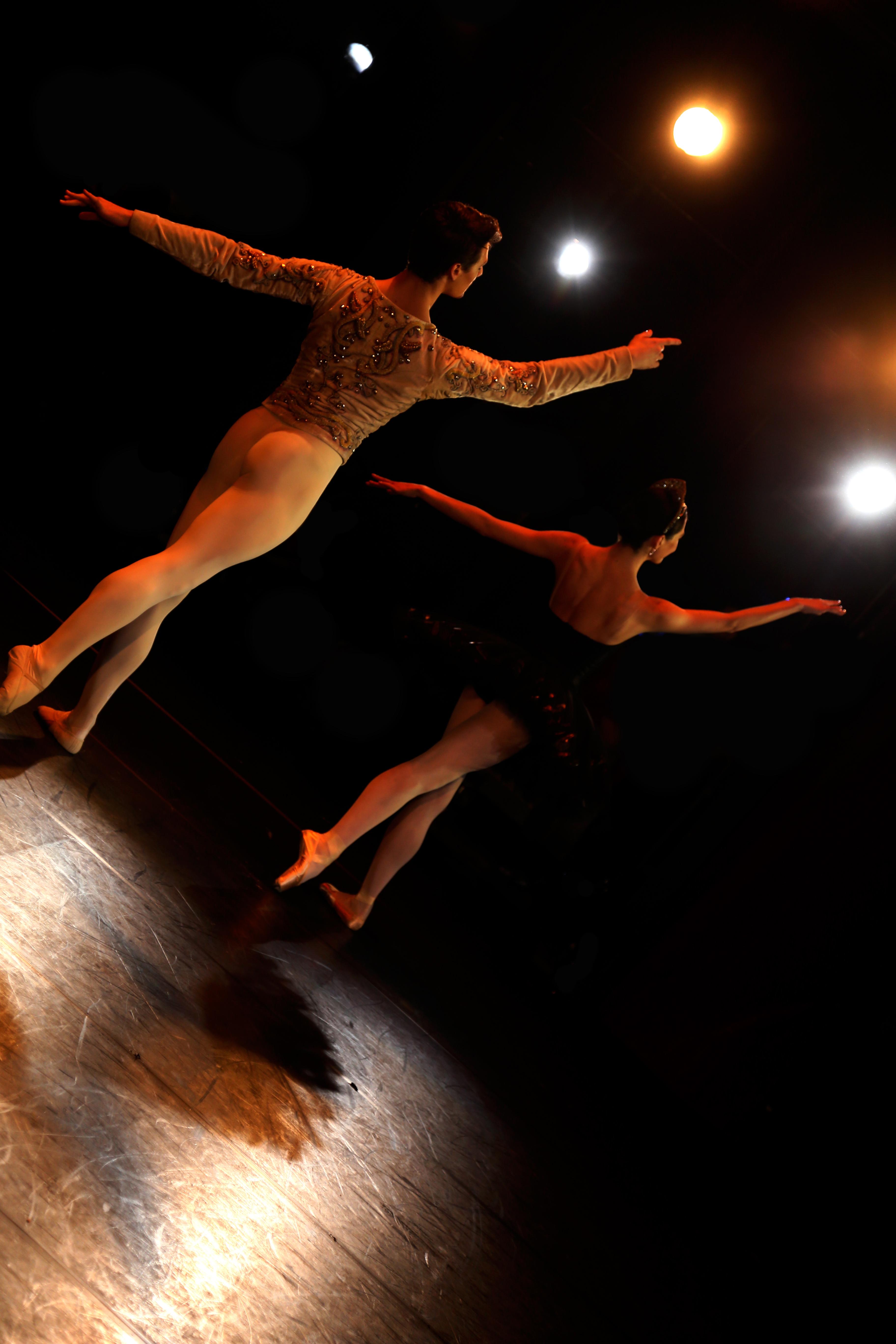 Hannah O'Neil et Hugo Marchand dansant